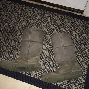 Gray uggs size 10